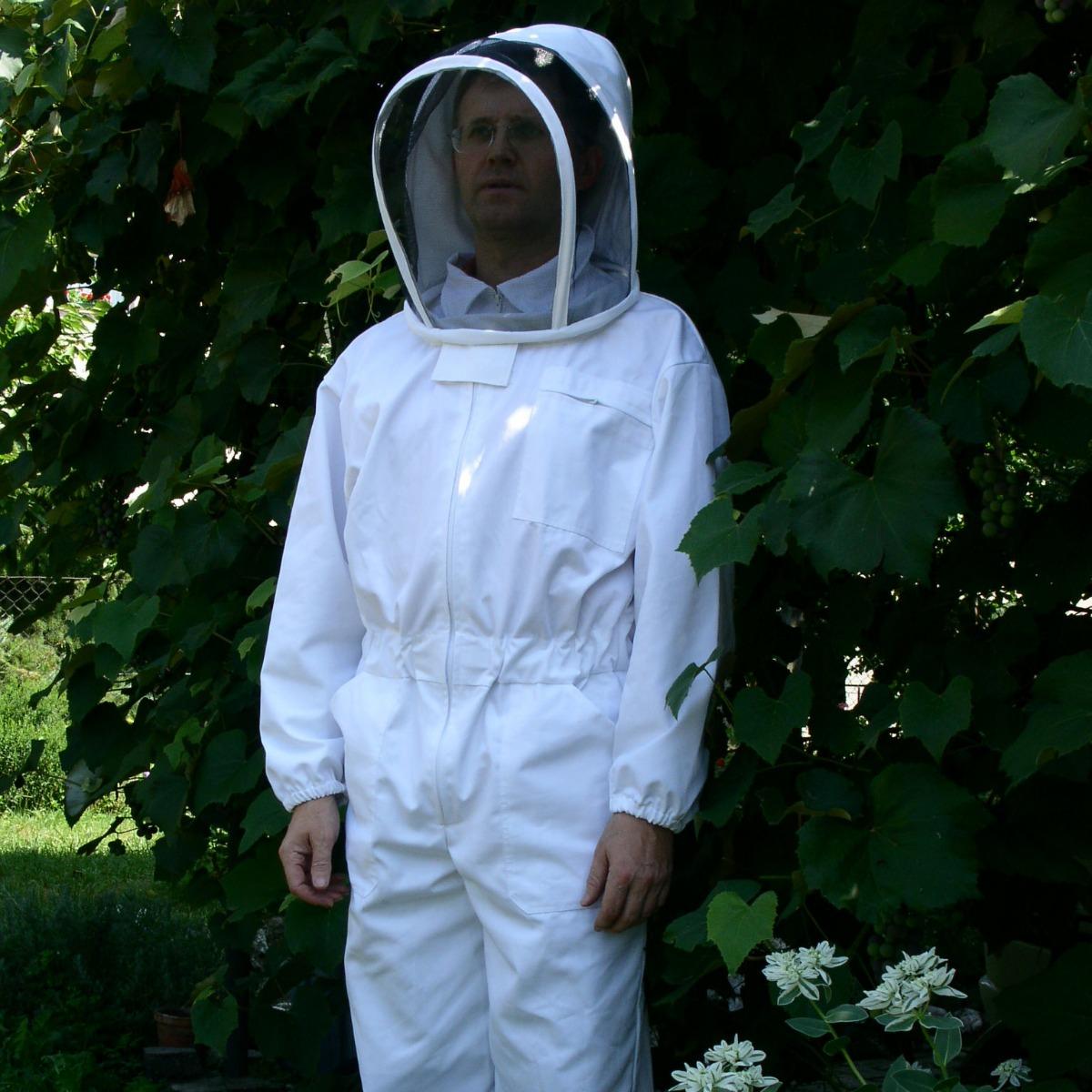 Prva čebelarska zaščitna obleka podjetja Apikunst.